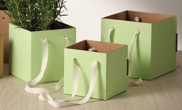 Immagine di Cubo box cartone 13x13 verde chiaro, steso, nastro a parte