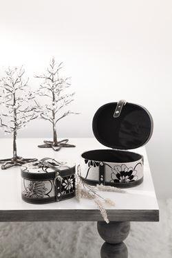 Immagine di S/2 scatole ovali fiorate nere/bianche  in tessuto con chiusura