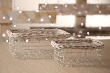 Immagine di S/2 cesti,metallo/vimini, bianco cm.22,5x32,5xh.15,5/26x15xh.12