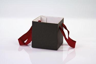 Picture of Cubo box cartone 17x17  nero, steso, nastro a parte