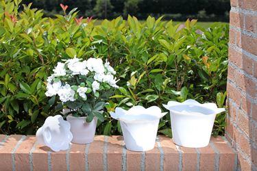 Immagine di Coprivaso DOLLY in plastica bianco per vaso di diam. 17 cm