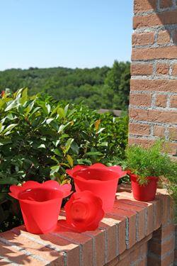 Immagine di Coprivaso DOLLY in plastica rosso per vaso di diam. 14 cm