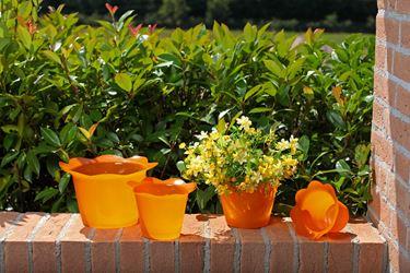 Immagine di Coprivaso DOLLY in plastica arancio per vaso di diam. 12 cm