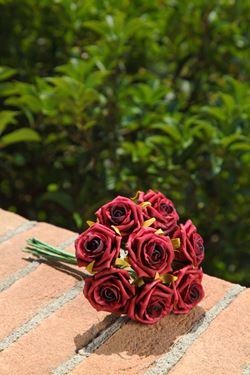 Immagine di Mazzetto 8 Rose h.20cm bordeaux