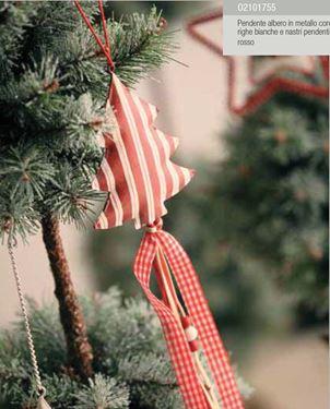 Picture of Pendente albero rosso in metallo con righe bianche e nastri pendenti