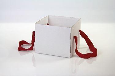 Picture of Cubo box cartone 25x25xh.20 bianco, steso, nastro a parte